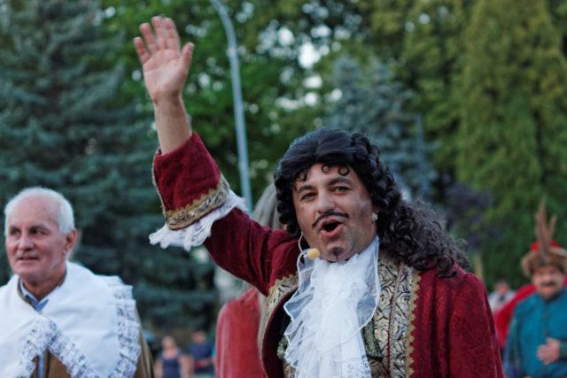 Wjazd Króla Jana Kazimierza - Krosno 2016r., na zdjęciu obok króla z-ca prezydenta miasta Krosna Bronisław Baran w szlacheckim stroju z epoki