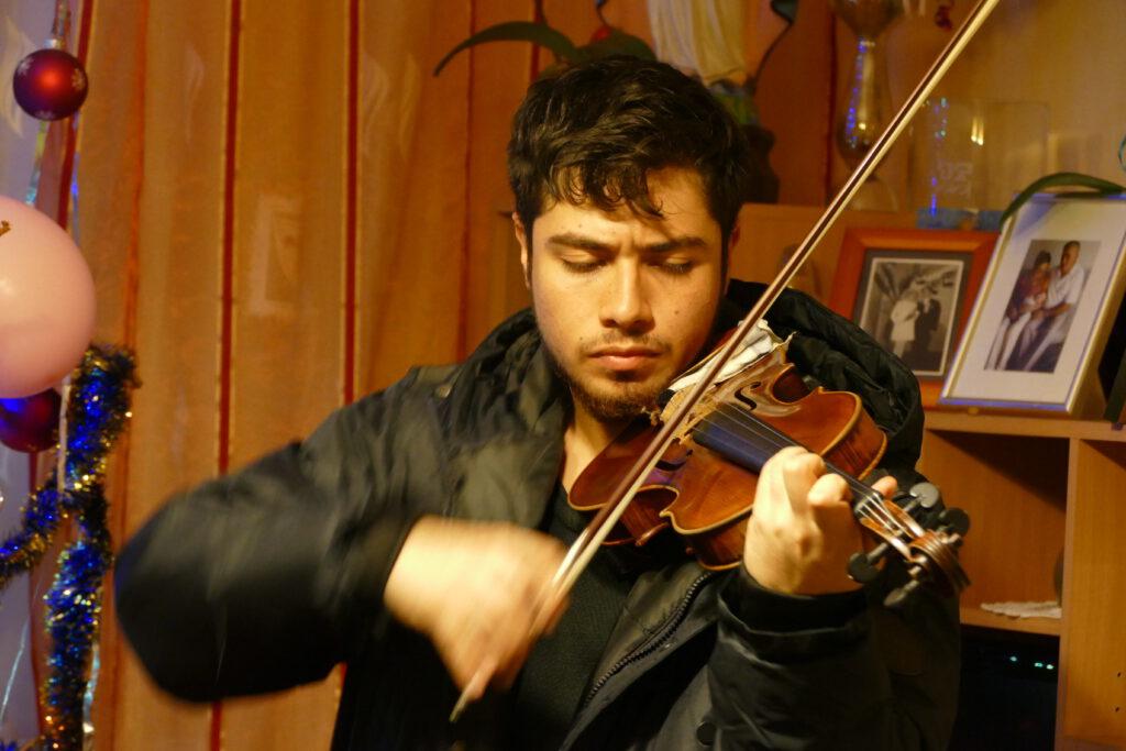 David z Kolumbii, jeden z wolontariuszy programu AISEC, jest studentem uczelni muzycznej