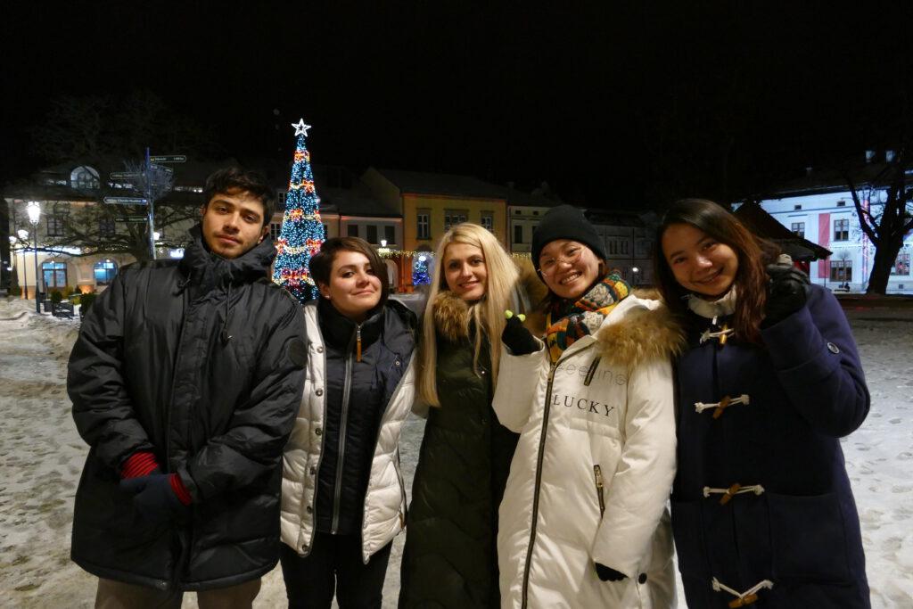 Studenci z zagranicy na krośnieńskim rynku