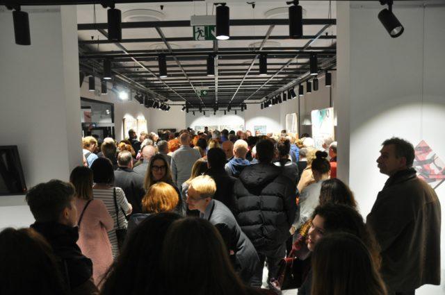 Oficjalne otwarcie nowej siedziby BWA Krosno, przy ul. Portiusa 4, wernisaż malarza Piotra Wójtowicza