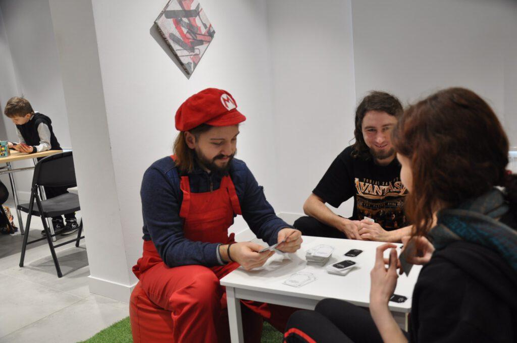 W czasie Tygodnia Otwarcia w BWA odbył się Games Room zorganizowany przez ekipę GraTY. Kontrastowe zestawienie sztuki nowoczesnej i gier planszowych.