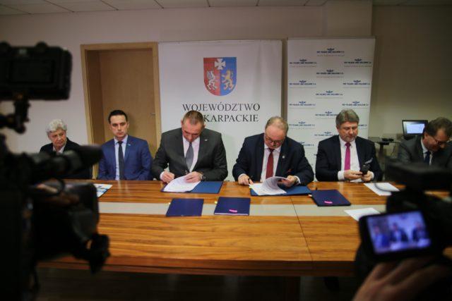 Podpisano umowy dotyczące projektów inwestycji kolejowych