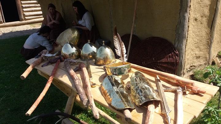 Rekonstrukcja broni i narzędzi z epoki brązu, rekonstrukcja życia ludzi w epoce brązu, Od troi po Bałtyk w Karpackiej Troi w trzcinicy