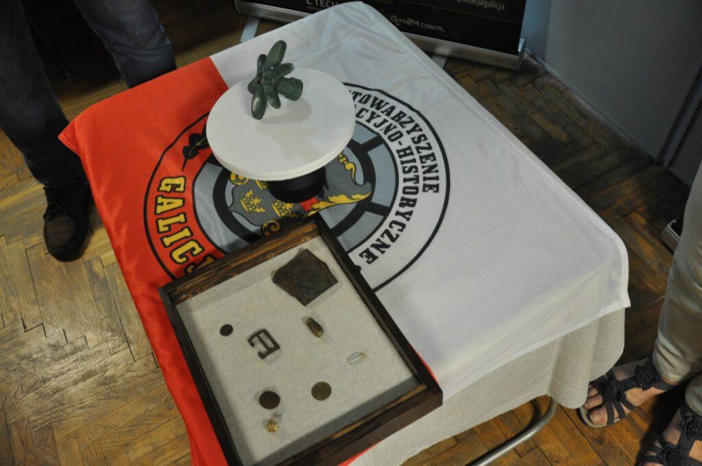 Stowarzyszenie Eksploracyjno Historyczne Galicja odnalazło pod Duklą buławę sprzed 3000, konferejca na temat znaleziska odbyła się w Prywantym Muzeum Podkarpackich Pól Bitewnych w Krośnie