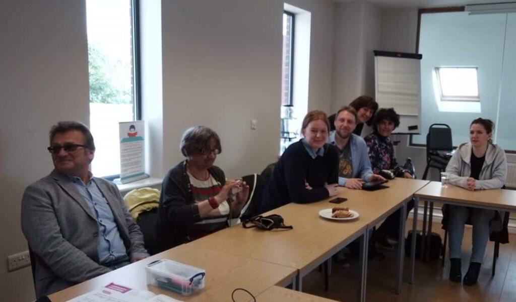 Organizatorzy Społeczni szkolili się w Wielkiej Brytanii, gdzie model Community Organising został zapoczątkowany