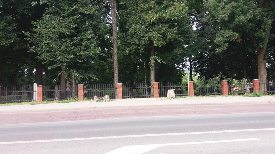 """Opóźniają się prace przy wymianie przystanków w ramach projektu """"Rozwój transportu niskoemisyjnego na obszarze Miejskiego Obszaru Funkcjonalnego Krosno"""""""