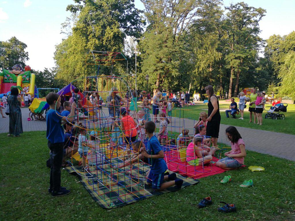Letnia Przygoda to zajęcia dla dzieci organizowane w Ogródku Jordanowskim przez RCKP